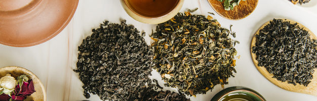 thé en vrac sur table